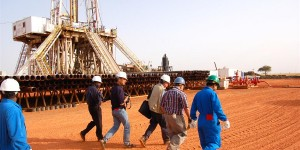 oil-and-gas-workers-600x300